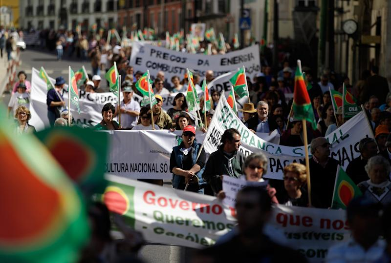 Portugal launches another round of spending cuts