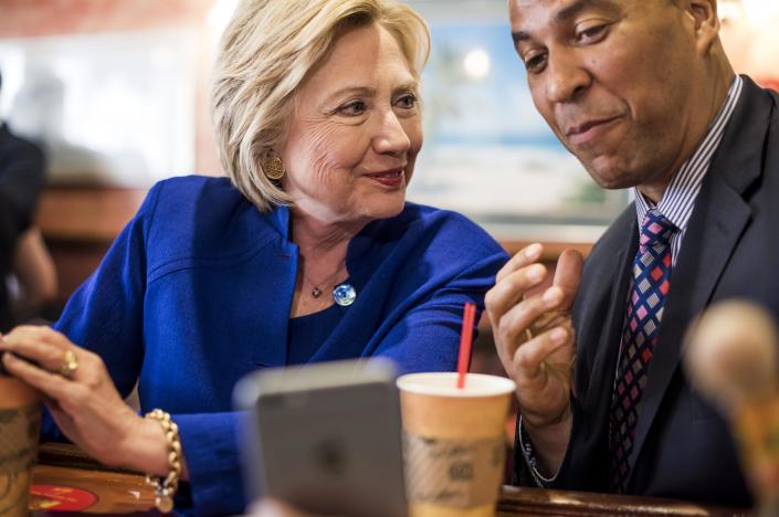 Hillary Clinton with Cory Booker. (Photo: Melina Mara/Washington Post)