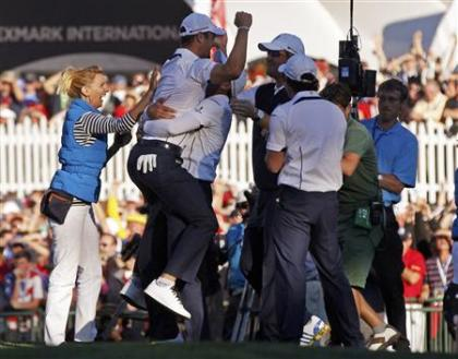 Germany's Martin Kaymer celebrates winning his match against Stricker to retain the Ryder Cup. (Reuters)