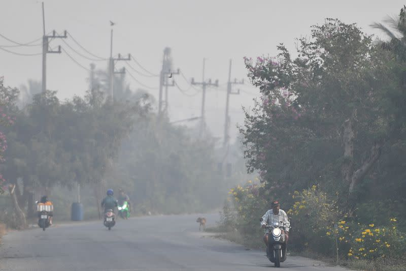 Smog forces Bangkok schools to shut, but respite in doubt due to crop burning