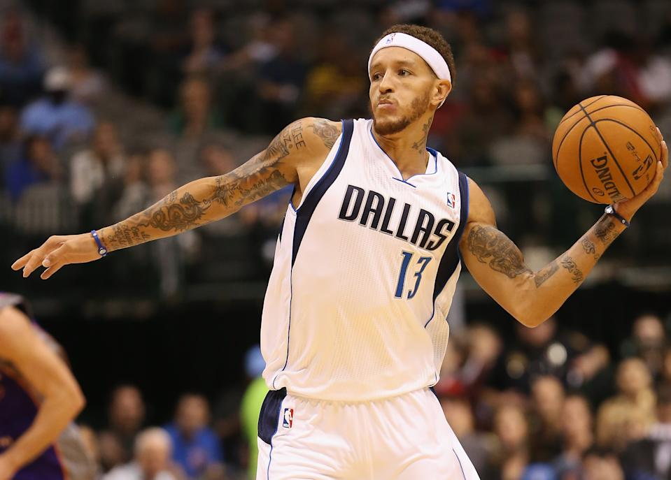 Delonte West on the court with the Mavericks.