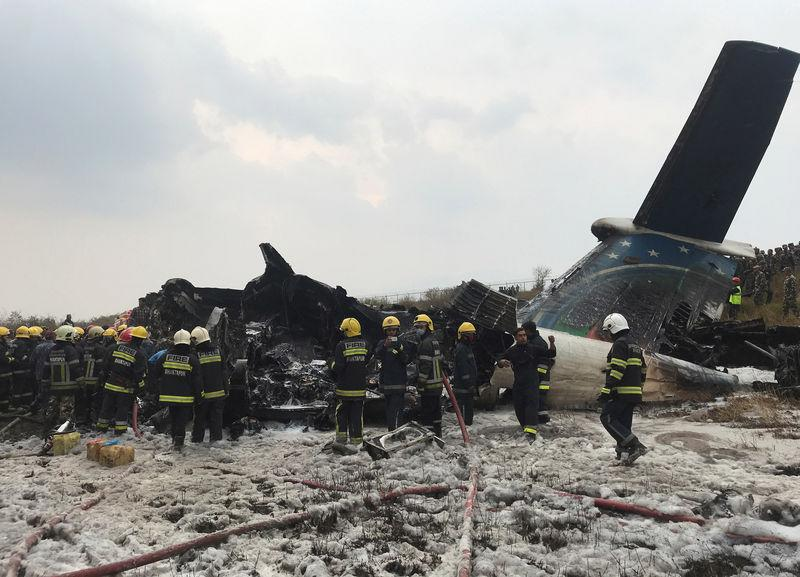 Crash d' Un avion de la compagnie bangladaise US-Bangla Airlines — Monde