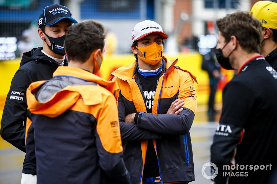 "George Russell, Williams Racing, Carlos Sainz Jr., McLaren, and Romain Grosjean, Haas F1, on the grid<span class=""copyright"">Andy Hone / Motorsport Images</span>"