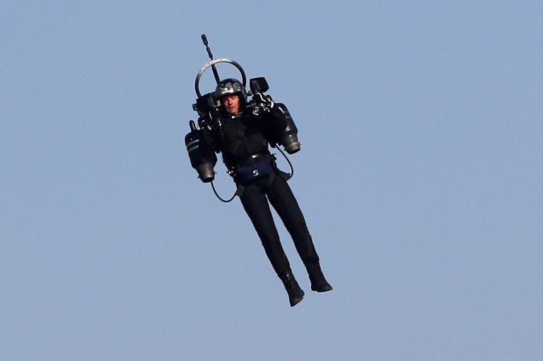 'Only in LA': pilots report man flying jet pack near airport