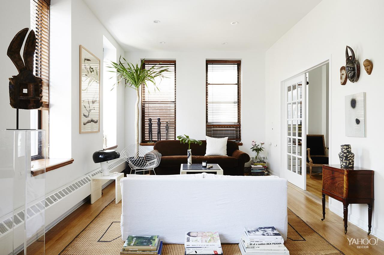 """<p>With one large room acting as both the living and dining space, Leandro was careful to create distinct visual divides between the two. The boxy repetition of the sofas is balanced by a round dining table, instead of something rectangular or square, while complementary, but not matching, area rugs more directly define each """"zone."""" </p>"""