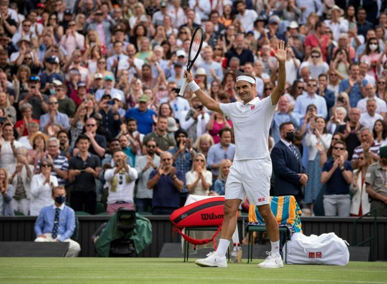 Roger Federer produced a polished performance to roll over veteran Frenchman Richard Gasquet and reach the third round of Wimbledon and at 39 become the oldest man to get to that stage in 46 years