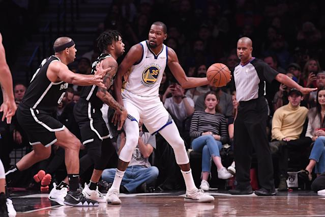 "<a class=""link rapid-noclick-resp"" href=""/nba/players/4244/"" data-ylk=""slk:Kevin Durant"">Kevin Durant</a> will receive a tour of Brooklyn from the <a class=""link rapid-noclick-resp"" href=""/nba/teams/brooklyn/"" data-ylk=""slk:Nets"">Nets</a>' D'Angelo Russell as his free agency decision looms. (Photo by Matteo Marchi/Getty Images)"