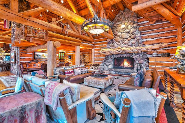 """The 12,063-square-foot home is one of only 12 homes in the community on the edge of Park City, and sits on 16.5 acres. (<a href=""""https://www.toptenrealestatedeals.com/weekly-ten-best-home-deals/home/mitt-romneys-utah-mountain-ski-home"""" rel=""""nofollow noopener"""" target=""""_blank"""" data-ylk=""""slk:Top Ten Real Estate Deals"""" class=""""link rapid-noclick-resp"""">Top Ten Real Estate Deals</a>)"""