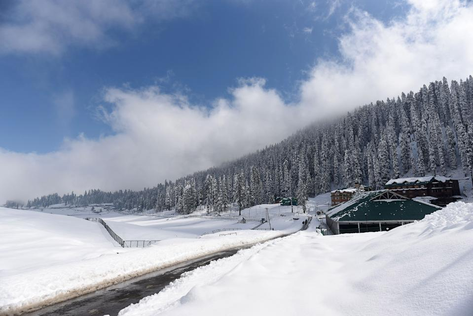 GULMARG, INDIA - NOVEMBER 16: A view of the snow covered ski-resort of Gulmarg after the season's first snowfall on November 16, 2020 in Gulmarg, India. (Photo by Waseem Andrabi/Hindustan Times via Getty Images)
