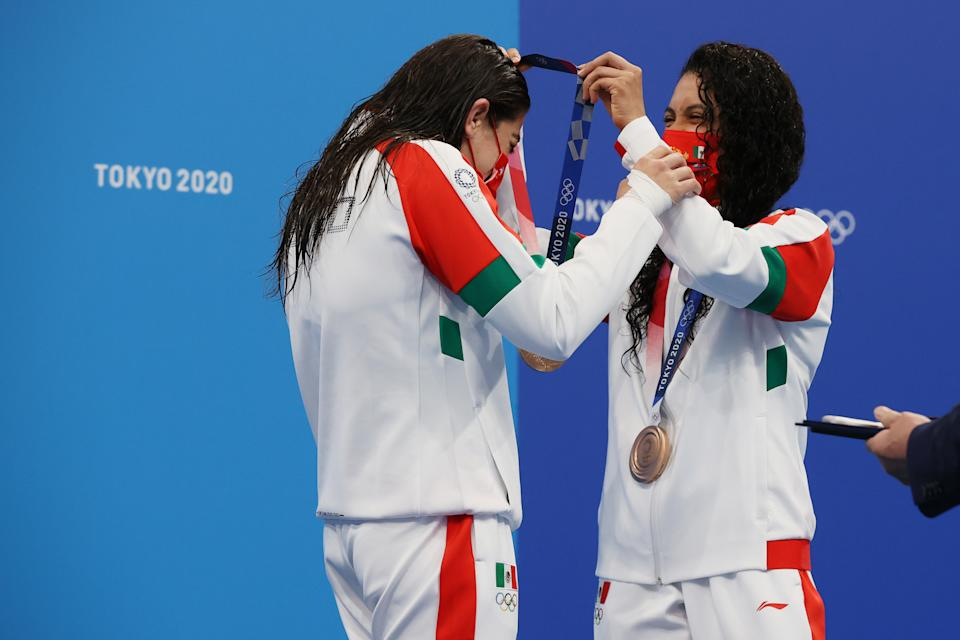 TOKYO, JAPAN - JULY 27: Bronze medalists Alejandra Orozco Loza and Gabriela Agundez Garcia of Team Mexico pose during the medal ceremony for the Women's Synchronised 10m Platform Final on day four of the Tokyo 2020 Olympic Games at Tokyo Aquatics Centre on July 27, 2021 in Tokyo, Japan. (Photo by Tom Pennington/Getty Images)