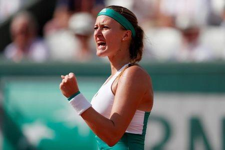 French Open 2017: Garbine Muguruza reaches fourth round