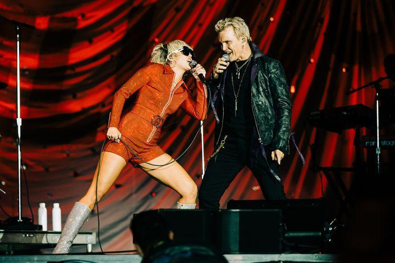 Miley Cyrus and veteran Billy Idol, on one of the stages of the Lollapalooza Chicago, at the end of last July