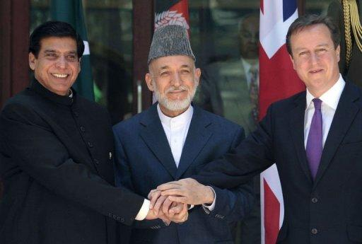 Britain's PM David Cameron (R), Pakistani PM Raja Pervez Ashfraf (L), and Afghan President Hamid Karzai