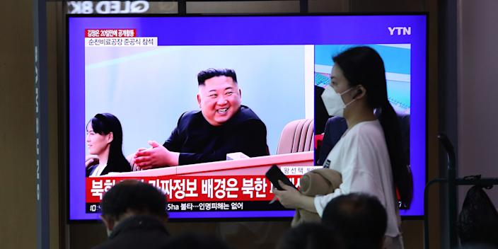 SEOUL, SOUTH KOREA - MAY 02: People watch a television broadcast reporting an image of North Korean leader Kim Jong-un during a news program on May 02, 2020 in Seoul, South Korea. North Korean leader Kim Jong-un attended a fertilizer factory completion ceremony, state media reported Saturday, his first public appearance after 20 days of absence that sparked rumors about his health. (Photo by Chung Sung-Jun/Getty Images,)