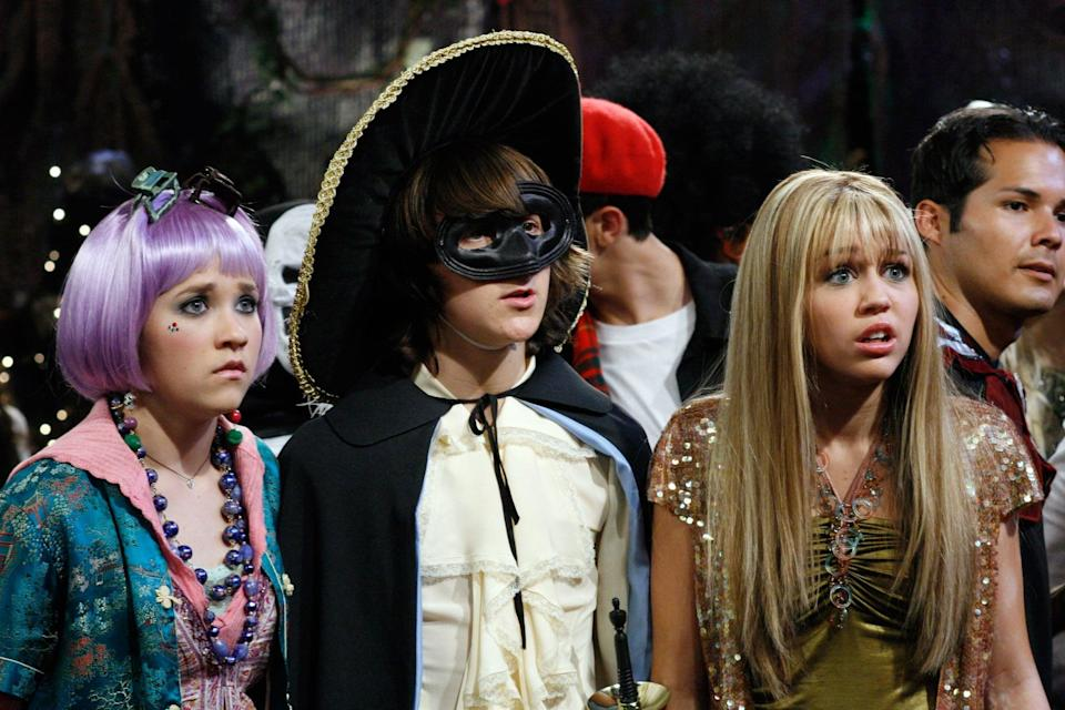 HANNAH MONTANA, Emily Osment, Mitchel Musso, Miley Cyrus, 'Torn Between Two Hannahs', (Season 1, episode 17, aired October 14, 2006), 2006-, photo: Ron Tom / Disney Channel / courtesy Everett Collection