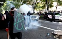 <p>Police charge counterprotesters during a rally by the Patriot Prayer group in Portland, Ore., Aug. 4, 2018. (Photo: Bob Strong/Reuters) </p>