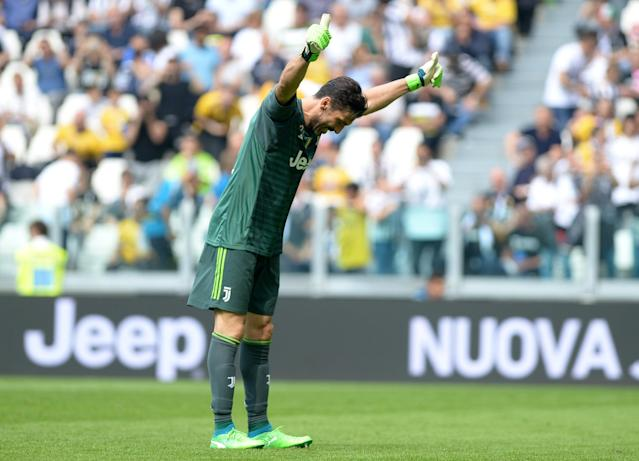 Soccer Football - Serie A - Juventus vs Hellas Verona - Allianz Stadium, Turin, Italy - May 19, 2018 Juventus' Gianluigi Buffon bows to the fans REUTERS/Massimo Pinca