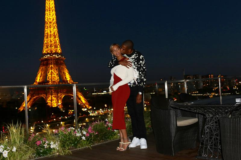 beyonc and blue ivy wore matching gucci dresses in paris. Black Bedroom Furniture Sets. Home Design Ideas