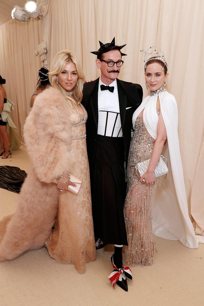 """<h1 class=""""title"""">Sienna Miller in Gucci, Hamish Bowles in Thom Browne, and Emily Blunt in Miu Miu</h1><cite class=""""credit"""">Photo: Getty Images</cite>"""