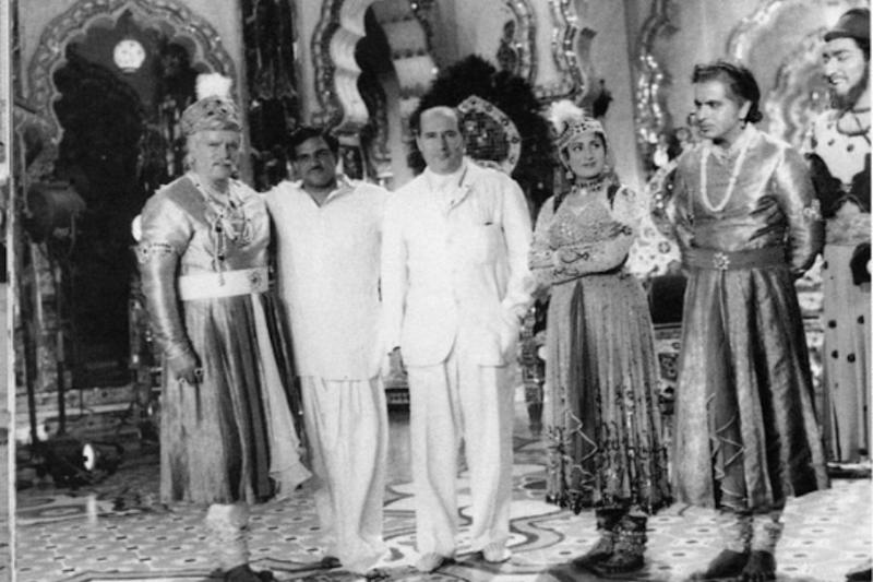 Rishi Kapoor Shares This Golden Throwback Pic from Sets of Mughal-e-Azam