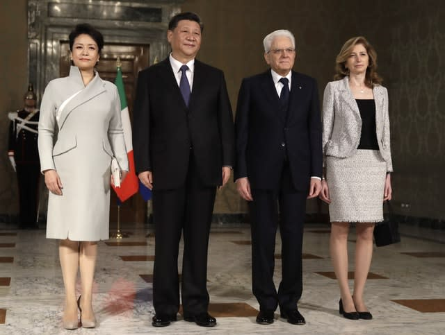 Xi Jinping and his wife Peng Liyuan pose for a photo with Italian President Sergio Mattarella and his daughter Laura