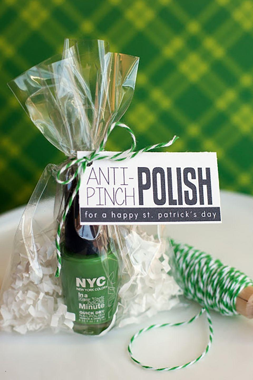 """<p>These are the perfect party favors for your St. Patrick's Day party.</p><p><strong>Get the tutorial at <a href=""""http://eighteen25.com/2013/02/anti-pinch-polish/"""" rel=""""nofollow noopener"""" target=""""_blank"""" data-ylk=""""slk:Eighteen25"""" class=""""link rapid-noclick-resp"""">Eighteen25</a>. </strong></p>"""