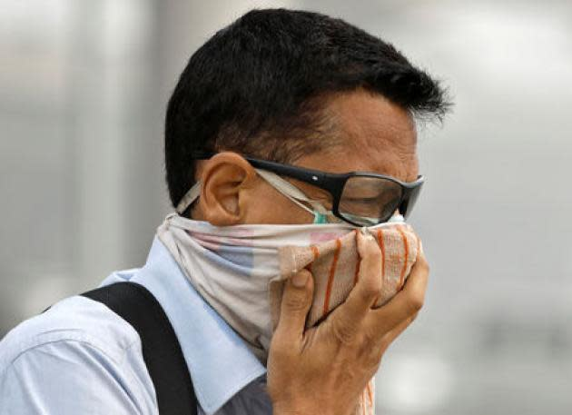 New Delhi pollution hits dangerous level, putting runners at risk