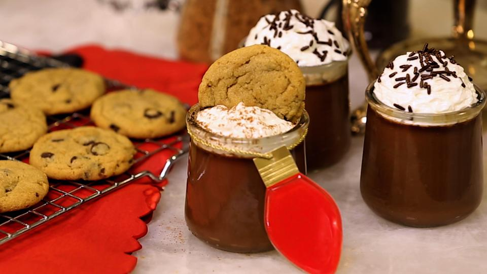 Sandra Lee hot chocolate recipe with whip cream and cookies (Photo: Yahoo Life)
