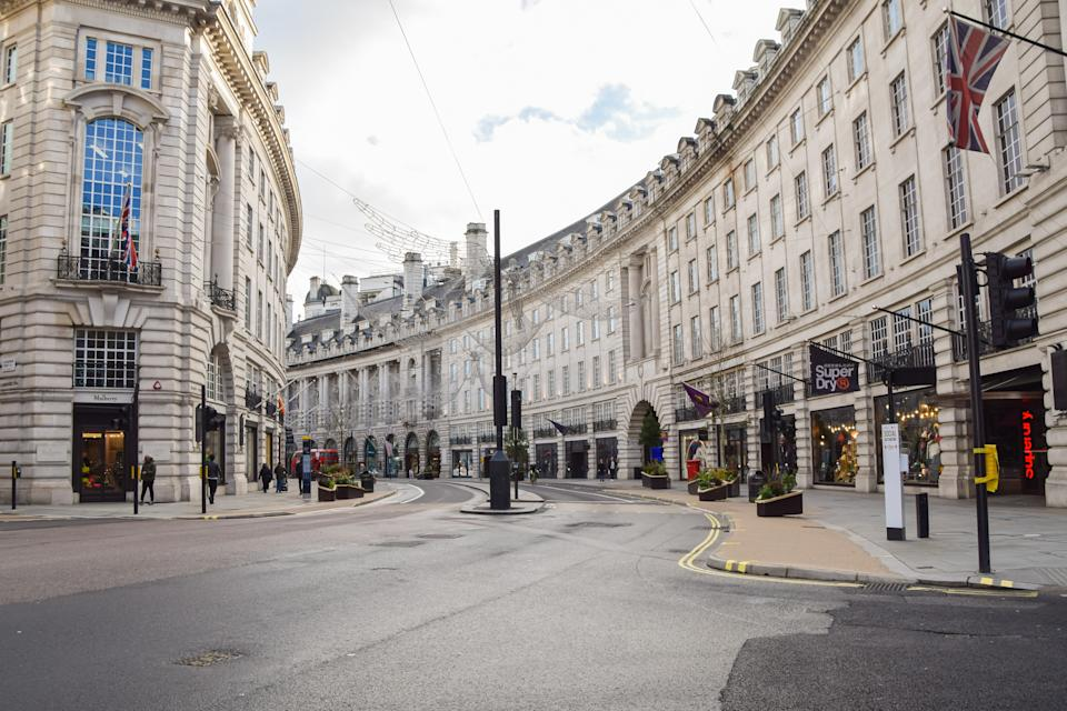 A view of a deserted Regent Street, as shops and businesses close once again. London has imposed even tougher restrictions as cases surge and a new strain of COVID-19 emerges in the capital and the South East of England. (Photo by Vuk Valcic / SOPA Images/Sipa USA)