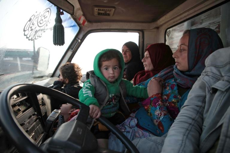 Syrians drive towards the northern areas of Idlib province as they flee bombardments (AFP Photo/Aaref WATAD)