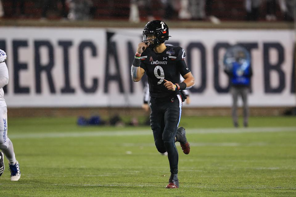 CINCINNATI, OH - DECEMBER 19: Cincinnati Bearcats quarterback Desmond Ridder (9) in action during the AAC Championship game against the Tulsa Golden Hurricane and the Cincinnati Bearcats on December 19, 2020, at Nippert Stadium in Cincinnati, OH. (Photo by Ian Johnson/Icon Sportswire via Getty Images)