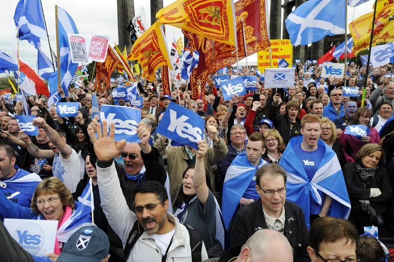 Pro-independence supporters on September 21, 2013 rally for a Yes vote in the referendum on Scottish independence in Edinburgh (AFP Photo/Andy Buchanan)