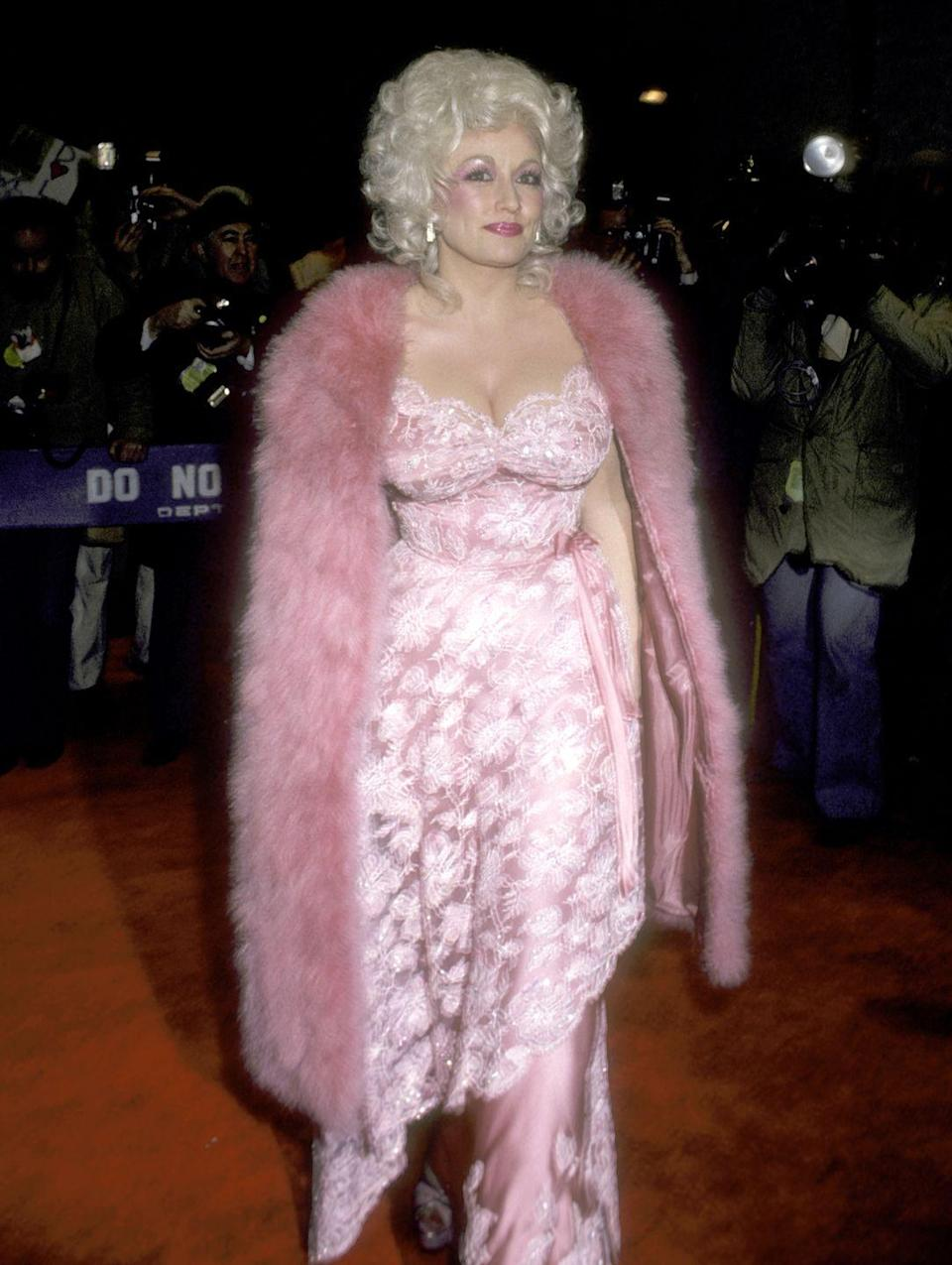 """<p>She's pretty in pink at the<a href=""""https://www.amazon.com/9-5-Jane-Fonda/dp/B005SAYWD8?tag=syn-yahoo-20&ascsubtag=%5Bartid%7C1782.g.35034126%5Bsrc%7Cyahoo-us"""" rel=""""nofollow noopener"""" target=""""_blank"""" data-ylk=""""slk:9 to 5 film premiere"""" class=""""link rapid-noclick-resp""""> <em>9 to 5 </em>film premiere </a>in New York.</p>"""