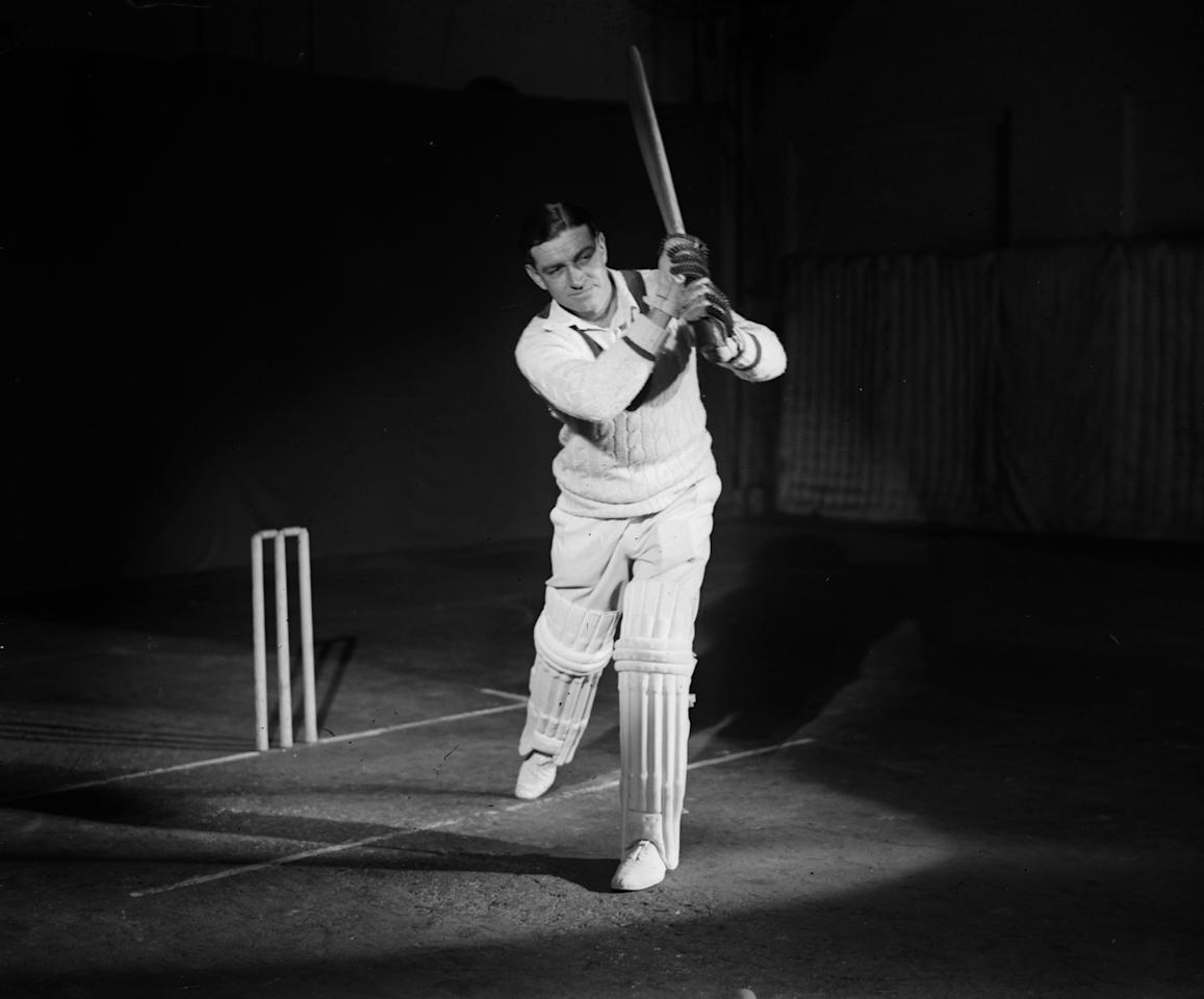 18th February 1930:  Walter 'Wally' Hammond (1903 - 1965), captain of the England and Worcestershire cricket team gives a demonstration of batting technique.  (Photo by Fox Photos/Getty Images)
