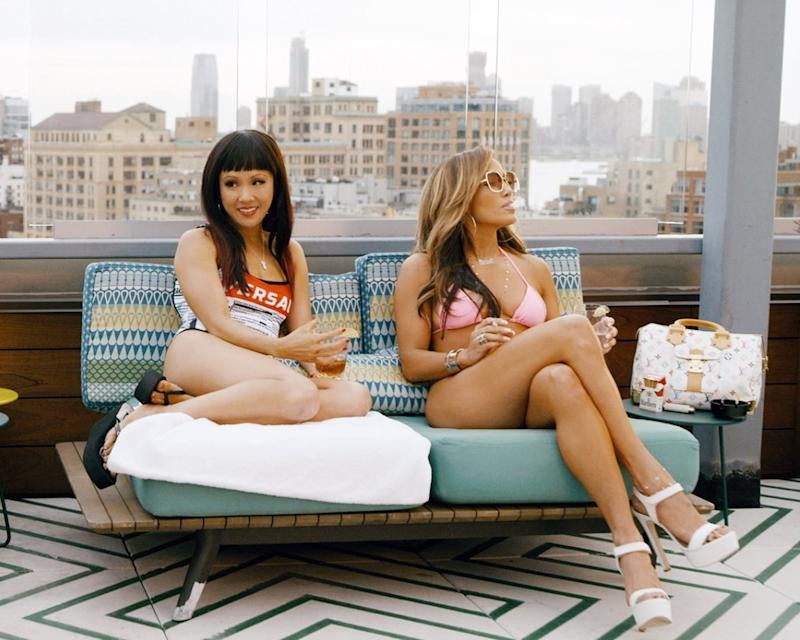 HUSTLERS, from left: Constance Wu and Jennifer Lopez, 2019. ph: Barbara Nitke/ STX Entertainment /Courtesy Everett Collection