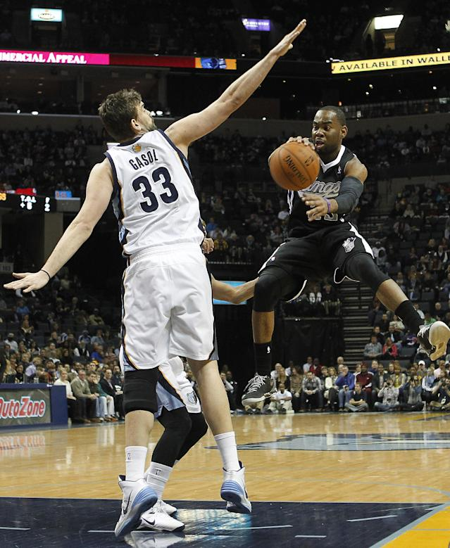 Sacramento Kings guard Marcus Thornton, right, drives past Memphis Grizzlies center Marc Gasol (33), of Spain, in the first half of an NBA basketball game on Friday, Jan. 17, 2014, in Memphis, Tenn. (AP Photo/Lance Murphey)