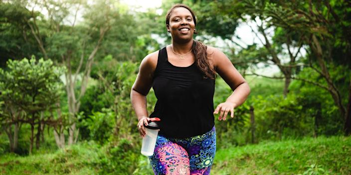 People with diabetes or those at risk should adopt a healthy lifestyle to lower blood sugar.