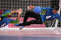 Brazil's Leomon Moreno (R) and Romario Marques defend a ball during the goalball preliminary (group A) match against USA at the Tokyo 2020 Paralympic Games (AFP/Yasuyoshi CHIBA)