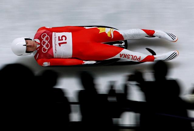 Mateusz Sochowicz made a luge run without his protective visor. (Reuters photo)