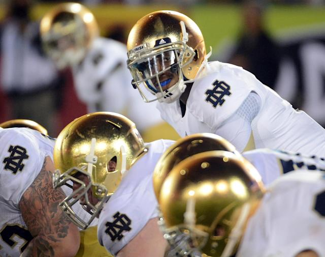 LOS ANGELES, CA - NOVEMBER 24: Everett Golson #5 of the Notre Dame Fighting Irish lines up over center during a 22-13 win over the USC Trojans at Los Angeles Memorial Coliseum on November 24, 2012 in Los Angeles, California. (Photo by Harry How/Getty Images)