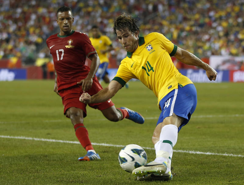 Brazil's Maxwell (14) controls the ball against Portugal's Nani during the first half of a friendly soccer match on Tuesday, Sept. 10, 2013, in Foxborough, Mass. (AP Photo/Elise Amendola)