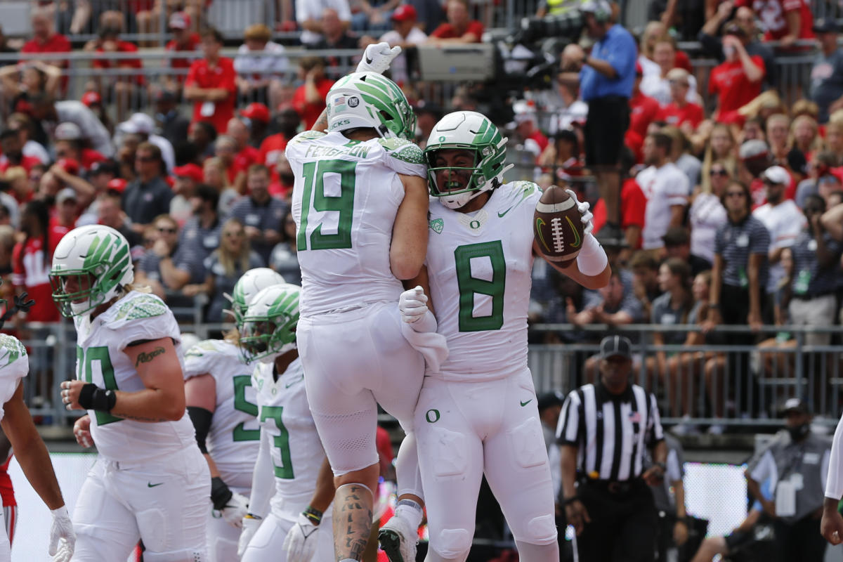With epic upset of Ohio State, Oregon announces itself as a contender