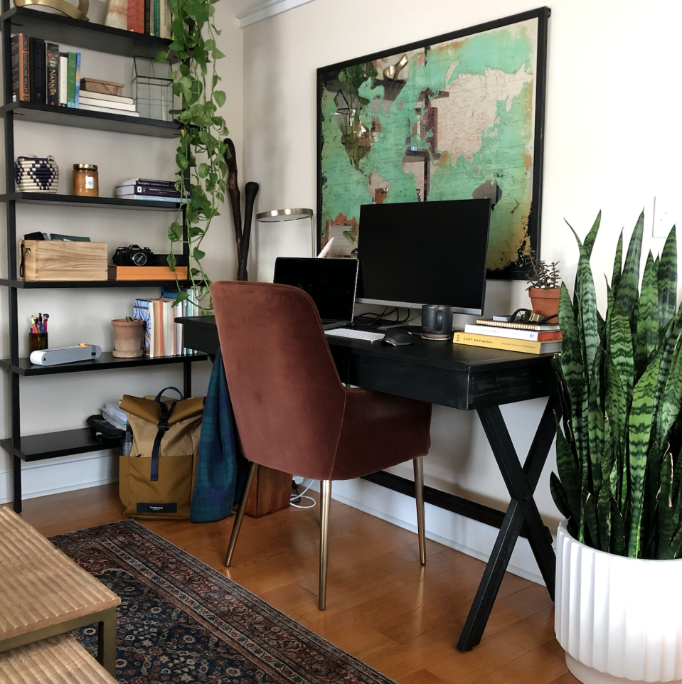 An inspiring backdrop and well-placed plants can spruce up a desk setup. (Photo: Havenly)