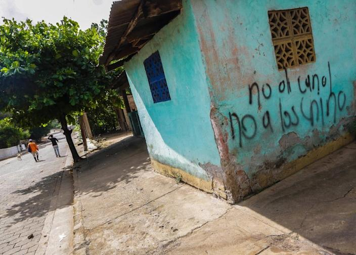 """Graffiti reading """"No canal, no Chinese"""" on the wall of a house in Veracruz, near the town of Rivas, Nicaragua, where many on the outskirts fear they will be uprooted to make way for a massive canal project (AFP Photo/Inti Ocon)"""