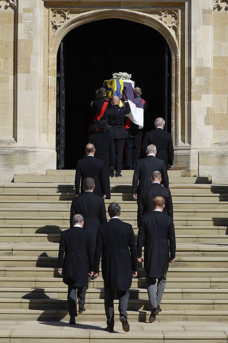 <p>Members of the royal family enter the chapel. </p>