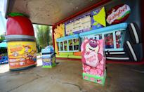 """<p>Any of these fast and easy spots in the four main parks are perfect for a quick counter-service or sit-down lunch or dinner where you and your kids can enjoy classics like pizza, burgers, chicken fingers, and more.</p> <ul> <li><a href=""""https://disneyworld.disney.go.com/dining/magic-kingdom/lunching-pad/"""" class=""""link rapid-noclick-resp"""" rel=""""nofollow noopener"""" target=""""_blank"""" data-ylk=""""slk:The Lunching Pad"""">The Lunching Pad</a> (Magic Kingdom)</li> <li><a href=""""https://disneyworld.disney.go.com/dining/hollywood-studios/rosies-all-american-cafe/"""" class=""""link rapid-noclick-resp"""" rel=""""nofollow noopener"""" target=""""_blank"""" data-ylk=""""slk:Rosie's All-American Café"""">Rosie's All-American Café</a> (Hollywood Studios)</li> <li><a href=""""https://disneyworld.disney.go.com/dining/animal-kingdom/restaurantosaurus/"""" class=""""link rapid-noclick-resp"""" rel=""""nofollow noopener"""" target=""""_blank"""" data-ylk=""""slk:Restaurantosaurus"""">Restaurantosaurus</a> (Animal Kingdom)</li> <li><a href=""""https://disneyworld.disney.go.com/dining/magic-kingdom/sleepy-hollow/"""" class=""""link rapid-noclick-resp"""" rel=""""nofollow noopener"""" target=""""_blank"""" data-ylk=""""slk:Sleepy Hollow"""">Sleepy Hollow</a> (Magic Kingdom)</li> <li><a href=""""https://disneyworld.disney.go.com/dining/epcot/fife-and-drum-tavern/"""" class=""""link rapid-noclick-resp"""" rel=""""nofollow noopener"""" target=""""_blank"""" data-ylk=""""slk:Fife &amp; Drum Tavern"""">Fife &amp; Drum Tavern</a> (Epcot)</li> <li><a href=""""https://disneyworld.disney.go.com/dining/magic-kingdom/friars-nook/"""" class=""""link rapid-noclick-resp"""" rel=""""nofollow noopener"""" target=""""_blank"""" data-ylk=""""slk:The Friar's Nook"""">The Friar's Nook</a> (Magic Kingdom)</li> <li><a href=""""https://disneyworld.disney.go.com/dining/animal-kingdom/pizzafari/"""" class=""""link rapid-noclick-resp"""" rel=""""nofollow noopener"""" target=""""_blank"""" data-ylk=""""slk:Pizzafari"""">Pizzafari</a> (Animal Kingdom)</li> <li><a href=""""https://disneyworld.disney.go.com/dining/epcot/sunshine-seasons/"""" class=""""link rapid-noclick-resp"""" rel=""""nofollow noopener"""" targe"""