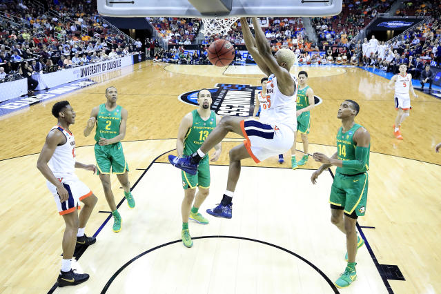 <p>Mamadi Diakite #25 of the Virginia Cavaliers dunks against the Oregon Ducks during the first half of the 2019 NCAA Men's Basketball Tournament South Regional at the KFC YUM! Center on March 28, 2019 in Louisville, Kentucky. (Photo by Andy Lyons/Getty Images) </p>