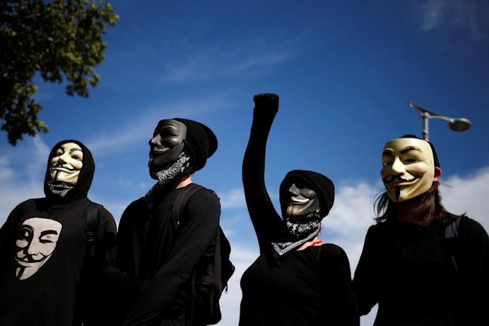 <p>Activists sport Guy Fawkes masks before a Black Lives Matter march ahead of the Republican National Convention in Cleveland, Ohio, on July 17, 2016. (Photo: Adrees Latif/Reuters)</p>