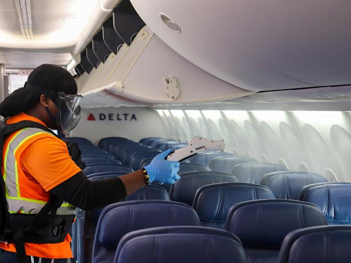 Delta Air Lines aircraft fogging