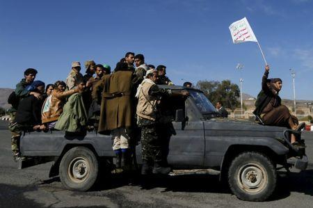 Houthi fighters ride a patrol truck in Sanaa March 25, 2015. REUTERS/Khaled Abdullah